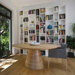 Okrúhly jedálenský stôl Bangkok, materiál dub prírodný , látková stolička Ludovika