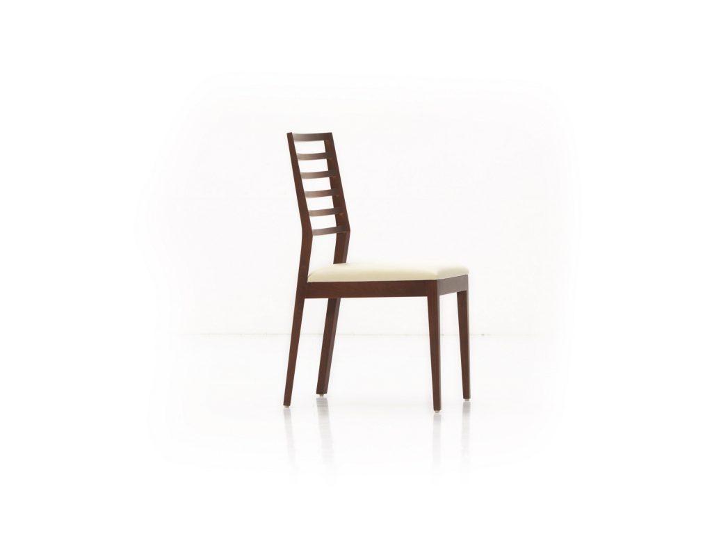 Jedálenská stolička ESTA ES 1, čalúnená, masívna , BRIk Kremnica