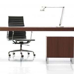 Realizácia interiérov na mieru, pracovne - stôl TRIS s plnými nohami a malý kontajner, BRIK Kremnica