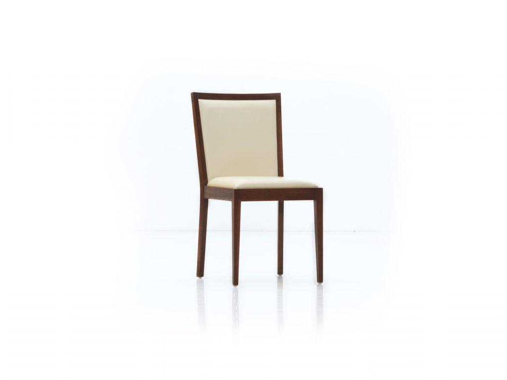 Masívna stolička s čalúnenými podsedákom a opierkou , DUB , ZUZA ZS od BRIK kremnica