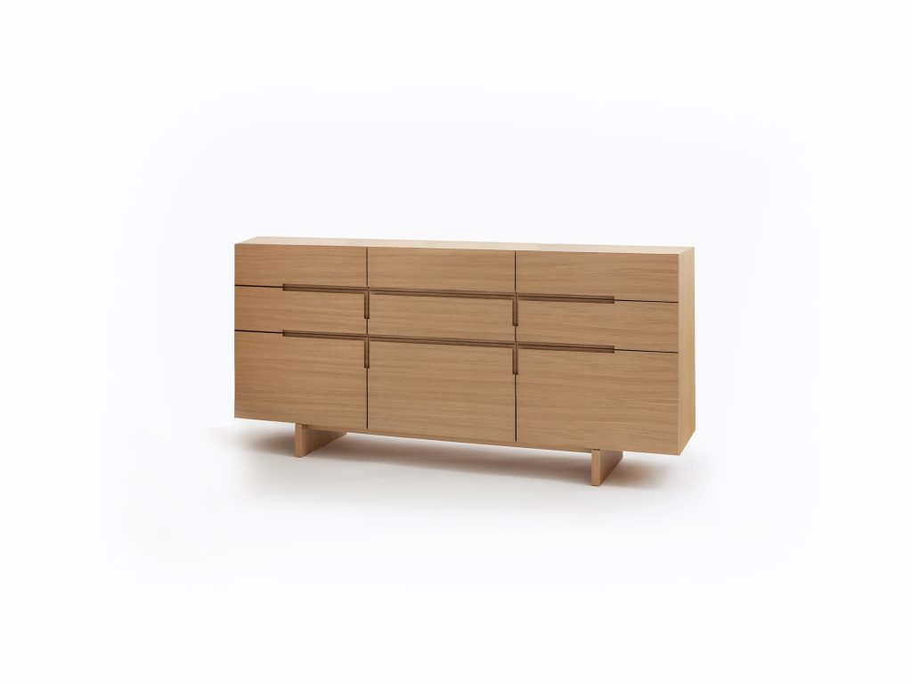 Dizajnová Komoda PURA 5, so zásuvkami a dvierkami, dub a buk, BRIK Kremnica