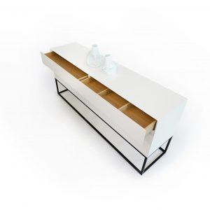 Moderná zásuvková biela komoda Valentina 1 od BRIK kremnica , podnož komaxitová, možnosť farebných alternatív.