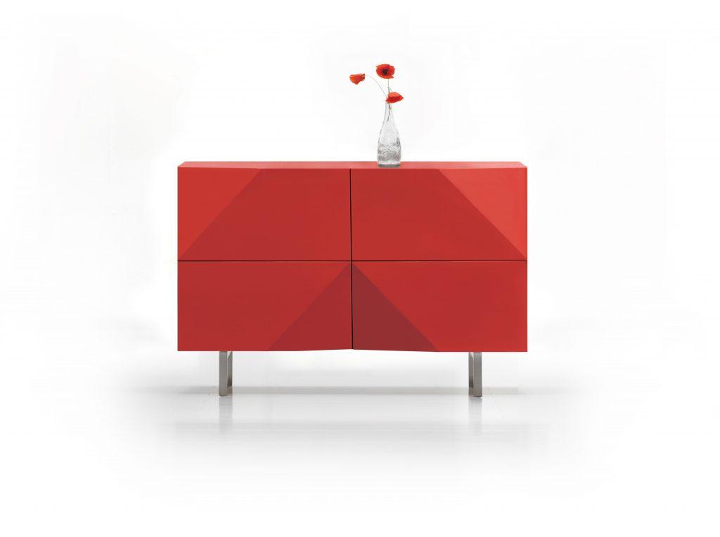 Červená Elegantná komoda TANGER 2 so šikmími hranami od spoločnosti BRIK